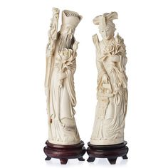 Pair of Chinese deities in ivory China, Minguo period, sculptures in polychrome ivory, representing deities with attributes. Bases in carved wood. Approx. weight:946grs. Dim.:26cm; with base: 30cm.