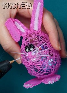 Easter bunny printing pen craft how to tutorial with free, printable project template from Easter Projects, Easter Crafts, Crafts For Kids, Arts And Crafts, 3d Pen Stencils, Stencils For Kids, 3d Printing Business, 3d Printing Diy, 3d Zeichenstift