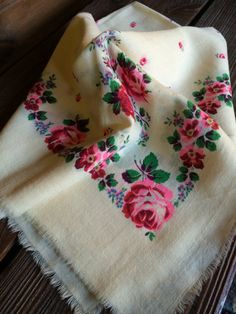 SALE Soviet women's white shawl with numerous flowers. Vintage shawl end of It is in the USSR Ukraine. White Shawl, Autumn Street Style, 30th, Autumn Fashion, Vintage Items, Pure Products, Wool, Flowers, Etsy