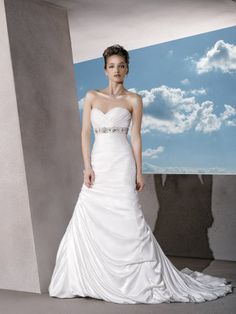Satin Classic Strapless Wedding Dress with Ruched Sweetheart Neck and Trumpet Skirt