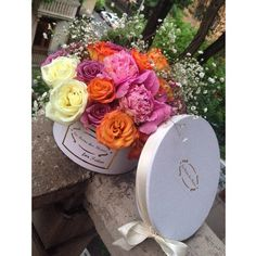 Personalized surprise for your beloved one.  Flower arrangement in a box by La Reine des Fleurs #lareinedesfleurs #armenia #yerevan #spring #flowers #flowerarrangements  #delivery #instalove #giftideas #celebrations #events #wedddings #birthdays #anniversaries #flowersinabox #mixedroses #mixedflowers #roses #mixedflowers #pionias