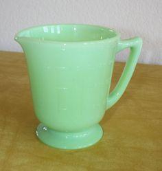 Vtg Jeannette Jadeite 4 Cup Measuring Pitcher Footed Jadite Green Glass NICE