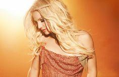 """NME: """"Una Estrella del Pop en otra Época""""   Entrevista traducida desde la revista NME donde Britney comento sobre la toma de su proyecto """"Glory"""" y hablo acerca de su retiro en unos 5 años o menos  Britney Spears no tiene secuaces como Taylor Swift. O un nombre para sus fans como Ariana Grande (Arianators) y Katy Perry (Katycats). O historial de reclamaciones sobre la fabricación de Meet & Greet con los fans como Justin Bieber. O una lista de merda que han tenido otros artistas incluso…"""