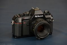 Nikon N2000, 1986. I still have it, with a 43~86 Nikkor zoom lens.
