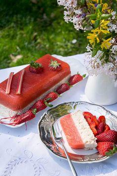 #Rhabarber #Terrine #Milchreis Rhabarberterrine mit einer Milchreisschicht unter saftigem Rhabarbergelee Dessert, Milk, Rice, Cakes, Dessert Food, Deserts, Postres, Desserts