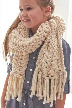 Shoulder Cozy Oversized cozy cowl capelet in Easy Scarf Knitting Patterns, Loom Knitting, Knitting Stitches, Knit Patterns, Free Knitting, Lace Scarf, Cowl Scarf, Jumbo Yarn, Big Knits
