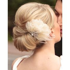 Stunning wedding updo hairstyle with vintage feather hair comb. Beautiful wedding back ideas. Headstall comb vintage feather updo Source by brlke Simple Wedding Hairstyles, Bridal Hairstyles, Up Hairstyles, Pretty Hairstyles, Flower Hairstyles, Bridesmaid Hairstyles, Vintage Hairstyles, Hairstyle Ideas, Hairstyles With Fascinators