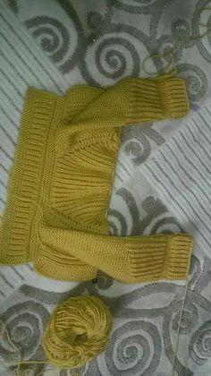 Bon Bon Candy Knitting Baby Cardigan Model Making - Lilly is Love Baby Knitting Patterns, Knitting For Kids, Hand Knitting, Crochet Patterns, Knitting Needles, Cardigan Bebe, Knitted Baby Cardigan, Baby Pullover, Bon Bon Candy
