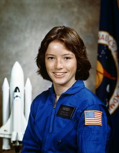 Astronaut Anna Fisher joined NASA in 1978 and became the first mother to fly in space when she launched on her space shuttle mission. See photos from her space career here. She retired from NASA in Sistema Solar, First Female Astronaut, Anna Fisher, Simone Veil, Anna Lee, Nasa Astronauts, International Space Station, Space Program, Space Shuttle
