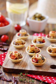 Mini tartelettes de ratatouille et bouchées de fromage aux poivrons et épices