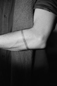 ⏩Chubster tattoo inspirations - Idée tatouage homme ⌨️tags for : - Forearm Band Tattoos, Tattoo Band, Body Art Tattoos, Line Tattoo Arm, Trendy Tattoos, Small Tattoos, Tattoos For Guys, Armband Tattoo Mann, Thin Tattoo