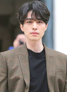 Lee Dong Wook makes heads turn with his 'Goblin' aura at Paris fashion show Korean Men Hairstyle, My Hairstyle, Asian Actors, Korean Actors, Men Perm, Korean Perm, Asian Haircut, Levi X Eren, Permed Hairstyles