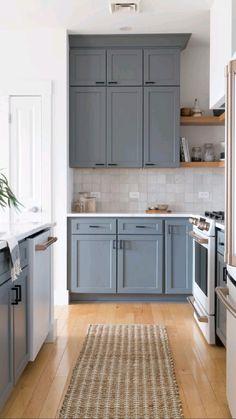 Kitchen Room Design, Kitchen Cabinet Colors, Kitchen Redo, Modern Kitchen Design, Home Decor Kitchen, Interior Design Kitchen, Home Kitchens, Kitchen Ideas, Blue Gray Kitchen Cabinets
