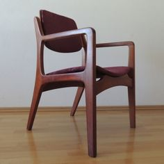Van Beuren arm chair, varnished in natural mahogany wood. Sale of a single chair or set of chairs.