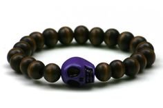 Wood Junkie Pearl Bracelet 9mm Big Skull Dark Brown/ Purple - Urban Classics-Shop.nl