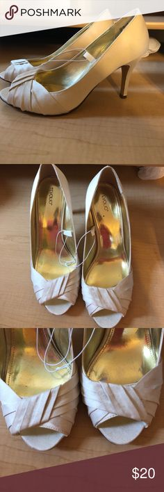 Women's formal shoes White formal heels. Never worn! Tevolio Shoes Heels