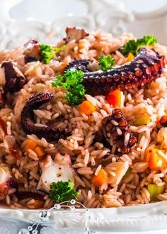 Octopus rice - an amazing dish! Entree Recipes, Rice Recipes, Seafood Recipes, Great Recipes, Cooking Recipes, Octopus Recipes, Portuguese Recipes, Portuguese Food, Home Food