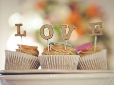 Casais saem do tradicional e celebram casamento com festa diferente