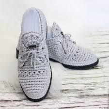 Resultado de imagen de вязаные мокасины Crochet Boot Socks, Crochet Slippers, Crochet Stitches, Knit Crochet, Shoe Pattern, Shoe Boots, Shoes, Crochet Clothes, Adidas Sneakers