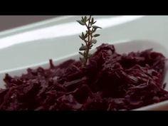 Kapusta czerwona duszona z jabłkiem - Makłowicz