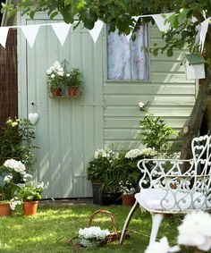 Amazing and Unique Tips Can Change Your Life: Backyard Garden Layout Planters backyard garden retreat reading nooks.Backyard Garden Oasis Lawn backyard garden shed man cave. Garden Images, Garden Pictures, Painted Shed, Backyard Garden Landscape, Big Backyard, Garden Oasis, Rooftop Garden, Garden Landscaping, Shed Colours
