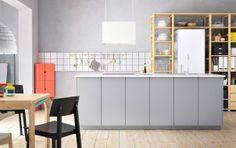 Mélangez le gris, le blanc et le bois pour un style libre et personnel