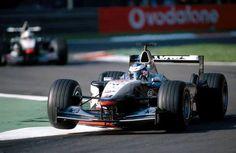 f1 Los #McLaren MP4-16 de Mika #Hakkinen y David #Coulthard durante el Gran Premio de Italia en 2001
