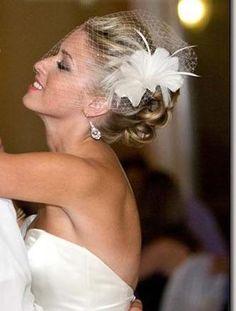 Simple DIY fascinator - in black Bridal Fascinator, Wedding Fascinators, Wedding Hats, Headpiece Wedding, Bridal Headpieces, Wedding Dresses, Prom Dresses, Formal Dresses, Wedding Hair And Makeup