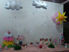 Nuvéns e sol em feltro para decoração da mesa com o Tema Peppa