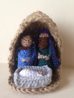 A crocheted mini nativity scene !!