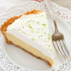 This Classic Key Lime Pie features an easy homemade graham cracker crust, a smooth and creamy key lime pie filling, and homemade whipped cream on top. The perfect dessert for key lime lovers! This Classic Key Lime Pie features a Easy Lemon Pie, Lemon Pie Recipe, Keylime Pie Recipe, Key Lime Flavor, Key Lime Pie, Homemade Graham Cracker Crust, Homemade Whipped Cream, How Sweet Eats, Cream Recipes