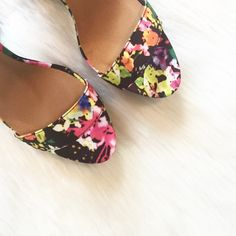 HPx2Floral Patforms Brand new, Floral platforms. These are super cute and bright. Size 7. NO TRADES ▪️PRICE IS FIRM▪️ Shoes Platforms