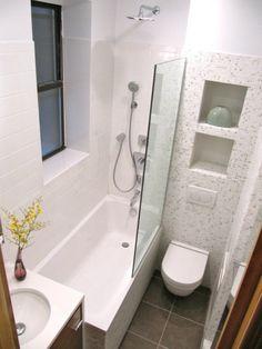 kleines bad einrichten wanne dusche glaswand grüne mosaik | Bad ...