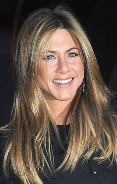 """Jennifer Aniston in 2008-- with a blended, subtle """"ombre"""" hairstyle before it was called ombre..."""