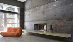 minimalistisches interior eines betonbaues mit sichtbetonwänden