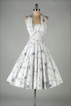 Vintage Dresses How feminine, flattering and beautiful is this dress. Vintage 1950 White Dress with Butterfly Print Pretty Outfits, Pretty Dresses, Beautiful Outfits, Cute Outfits, Elegant Dresses, Vintage 1950s Dresses, Retro Dress, Vintage Outfits, Vintage Clothing