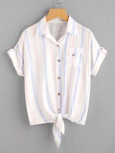 Blusa de rayas con nudo en la parte delantera