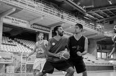 Íñigo Remón frente a Edu Guillén. 2 de septiembre #Lucentum #PretemporadaLucentum #Alicante #AdeccoPlata #LEBPlata #baloncesto #basket