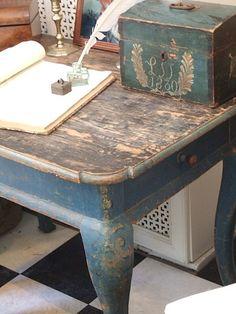 gorgeous antique desk via  sofieodmann.blogspot.com