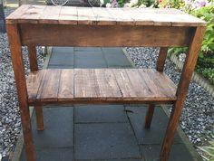 Side table van pallethout.