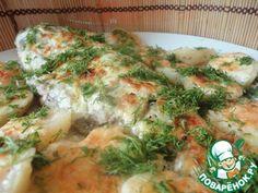 Карп, запечённый в сметанном соусе с картофелем