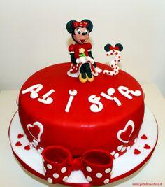 Torta Minnie: con Minnie, numero 3 personalizzato con orecchie da topolino e scritta personalizzata realizzata a mano