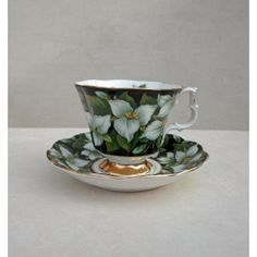 Kop en schotel Royal Albert Flora serie Trilium