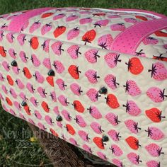Purse Feet are some of the easiest additions to install into your Handmade Bag, Tote or Purse! Let me show you how to install purse feet and you can start adding these to your handmade goodies too! Diy Sewing Projects, Sewing Diy, Sewing Hacks, Sewing Ideas, Eco Bags, Diy Bags Purses, Tote Bags Handmade, Cork Fabric, Diy Handbag