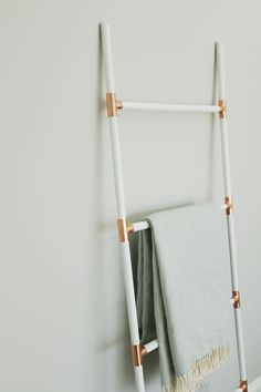 """DIY Modern Blanket Ladder One of the ways to jump into the new year, is to tackle some DIY projects that have been lingering on that """"do-be-completed"""" list. What better way to start off with the first DIY project of the year than with this DIY modern blanket ladder. With Read More"""