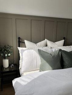 diy interieur How to create DIY Board and Batten wall panelling Home Bedroom, Bedroom Decor, Master Bedroom, Warm Bedroom, Bedroom Storage, Bedroom Wall Lights, Bedroom Interiors, Ikea Bedroom, Hotel Interiors