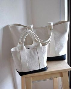 For the majority of women, purchasing a genuine designer handbag is not something to hurry straight into. Because they bags can be so costly, most women sometimes worry over their selections before making an actual ladies handbag purchase. Sac Week End, Japanese Bag, Diy Tote Bag, Linen Bag, Denim Bag, Fabric Bags, Cotton Bag, Cloth Bags, Handmade Bags