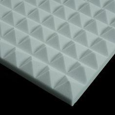 Espuma acústica. La espuma acústica es un material absorbente acústico de tipo poroso. Normalmente se trata de una espuma de poliuretano de celda abierta con una base poliéter o poliéster, y densidades que oscilan entre 20 kg/m3 y 30 kg/m3. Material World, Sound Proofing, Cube, Tray, Home Decor, Acoustic Panels, Insulation, Manualidades, Christian Pictures