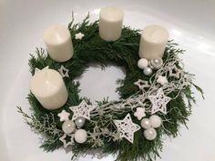 Christmas Advent Wreath, Outside Christmas Decorations, Handmade Christmas Decorations, Christmas Candle, Christmas Centerpieces, Christmas Flower Arrangements, Advent Candles, Christmas Makes, Diy Wreath