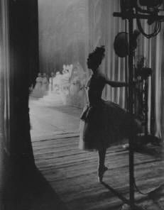 a ballerina backstage / photo: lee balterman, noted for his photographs of the ballet